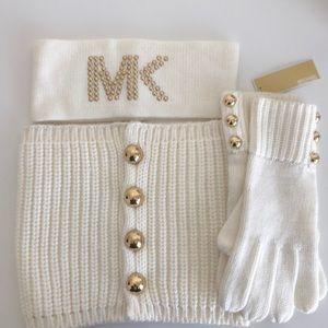 Warm neck , gloves and headband set